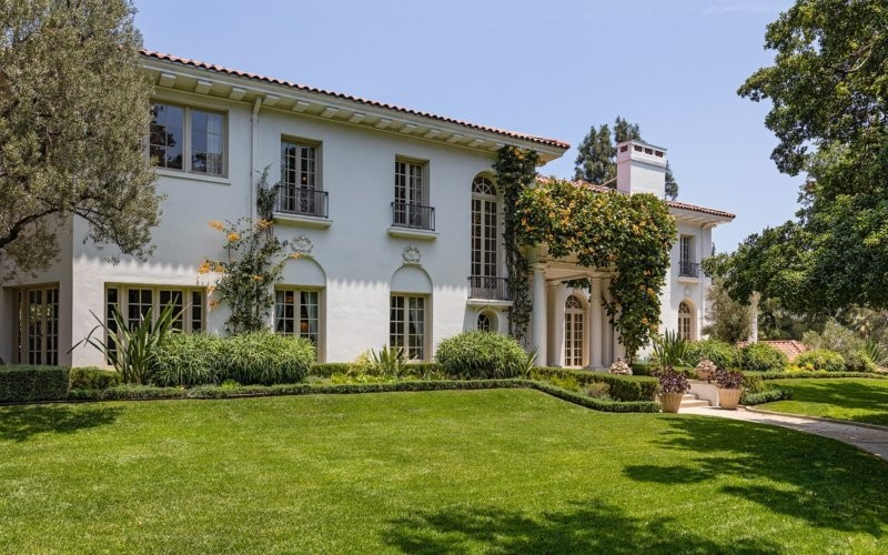 Inside Angelina Jolie's New Solo Home In LA